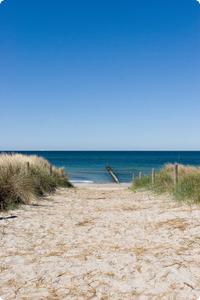 Strandpfad von einer Ferienwohnung an der Ostsee.