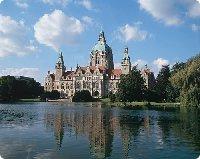 Neues Rathaus und Maschsee in Hannover - Niedersachsen