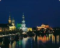 Dresdener Ferienwohnungen und Prachtbauten bei Nacht - Sachsen