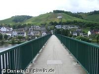 Moselbrücke in Zell bei h nahe einer Ferienwohnung in Blankenrat