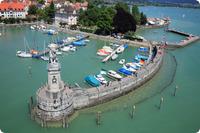 Hafen von Lindau am Bodensee im Dreiländereck Deutschland–Österreich–Schweiz - Bayern