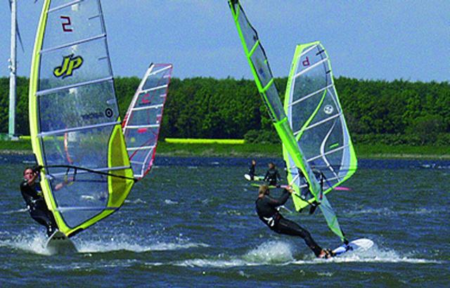 Surfen auf dem Binnensee- Kiten auf der Ostsee