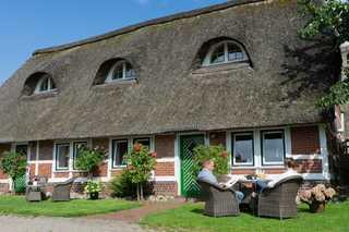 Ferienwohnungen von Schassen Ferienwohnungen mit Fachwerkhaus unter Reetdach