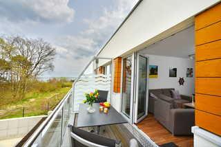 Suite Meeresblick Balkon mit Relaxmöbeln und teilweise Meerblick