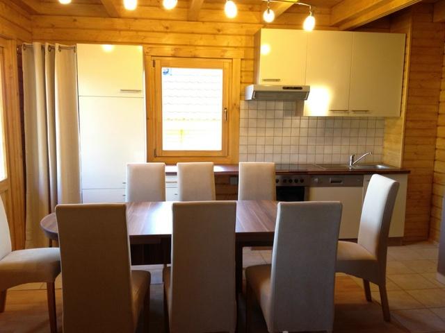 Essbereich für bis zu 8 Pers. mit kompletter Küche