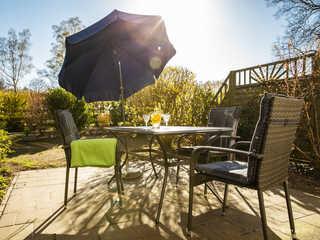 Höfthus 14 Terrasse mit Gartenmöbeln und Auflagen für ein ...