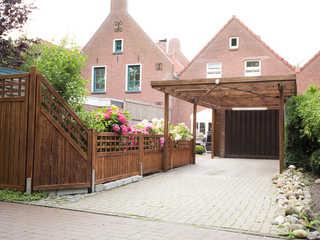 Ferienhaus Altstadtjuwel, 15167 Außenansicht mit Carport