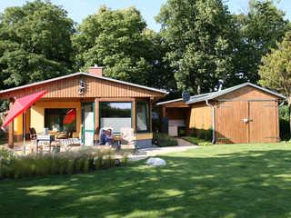 Komfortables Ferienhaus 38m² Alleingrundstück Außenansicht