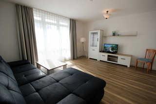 Ferienwohnung 22RB32, Wohnpark Granitz Wohnbereich mit Zugang zum Balkon