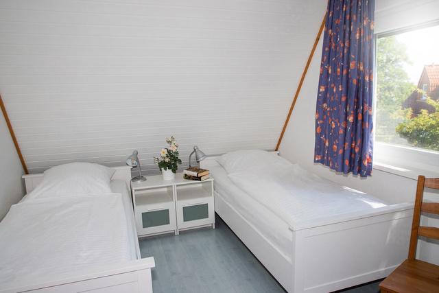 2. Schlafzimmer mit 3 Einzelbetten
