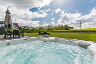 Luxus-Ferien-VILLA AMICI Eigener Außenwhirlpool im Garten