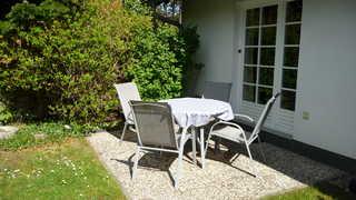 Zinnowitz Dr.-Wachsmann-Str. WE 03 im EG Terrasse mit Gartenmöbeln