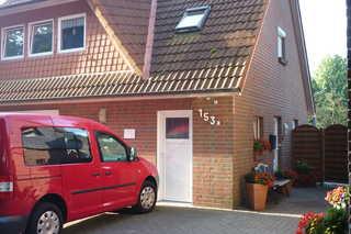 Ferienwohnung Dannemann Eingang der FW und PKW- Parkplatz
