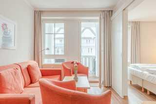 Fewo 350, Seepark Sellin Wohnbereich mit Zugang zum Balkon