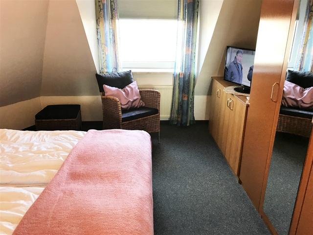 Nr. 34 Schlafzimmer