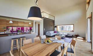 Gud Jard Chalet Nr. 18 Offene Küche mit Wohn- und Essbereich