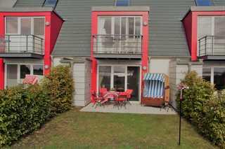 Deichhaus Brisinga Terrasse und kleiner Garten