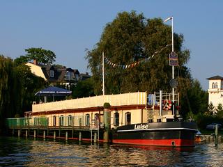 Potsdam: Schiffspension Luise Blick aufs Schiff