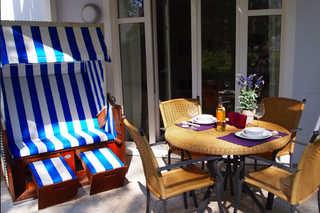 Residenz an der Prorer Wiek Ferienwohnung 02 Terrasse mit Strandkorb