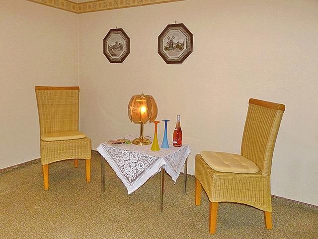 Schlafzimmer 1 / Sitzplatz zum entspannen