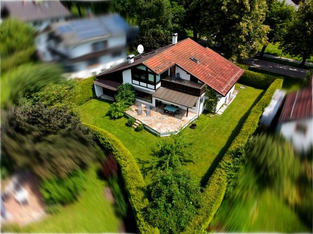 Haus von oben mit Drohne fotografiert