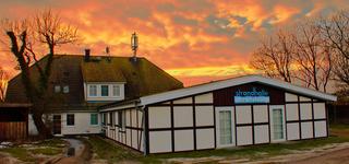 Gästehaus & Strandhalle Außenansicht