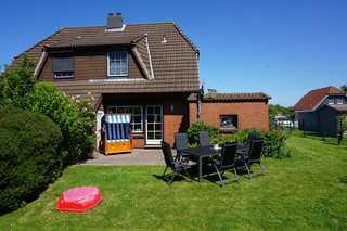 Domizil Friedrichskoog - SORGENFREIES REISEN* Gartenansicht mit Terrasse und Möbel