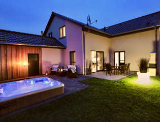 Luxus-Ferienhaus LOUNGE HOUSE Abendstimmung im Lounge House