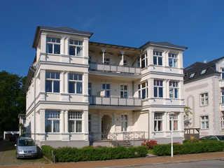 (Brise) Villa Kurfürst Hausansicht von der Bergstraße
