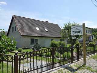 Ferienhaus mitten in der Natur, separater Eingang, Garten Straßenseite