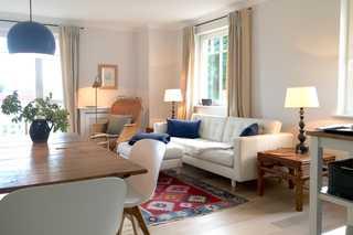 Parkresidenz Concordia, Wohnung Nr. 8 Helles, freundliches Wohnzimmer mit breitem Zug...