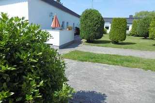 Rügen-Fewo 67/2 Hausansicht mit Terrasse