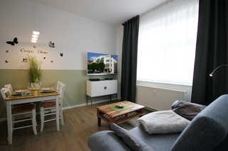 Ferienwohnung 23RB29, Haus Jahreszeiten Wohn- und Essbereich