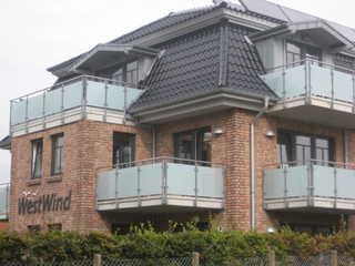BUE - Appartementhaus Westwind Straßenansicht