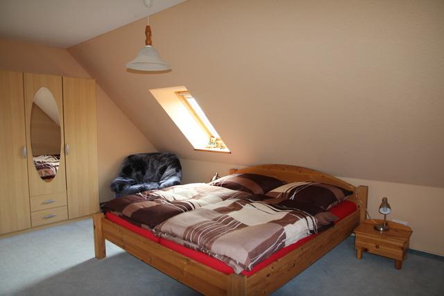 gemütliche Betten mit neuen bequemen Matratzen