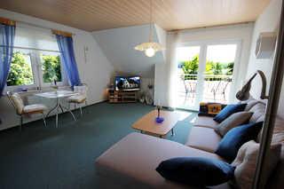 Bungalow 222RB5 B, Wohnung am Schmachter See Wohnbereich mit Zugang zum Balkon