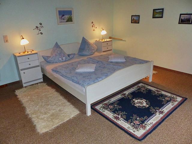 Schlafzimmer 2 / 22m² Bett 2x1,80 Kinderb.Zust.