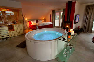 VILLA LIFESTYLE / Luxus-HONEYMOON-SUITE Offener Loft-Stil mit Whirlpool
