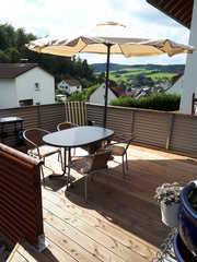 Heidi`s Ferienhaus Terrasse mit Elektrogrill, Sitz und Liege Mögli...