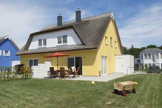 Reetdachhaus Küstensegler Ferienhaus mit Terrasse und Garten