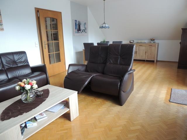 Wohn-Esszimmer mit 2er Relaxsofa