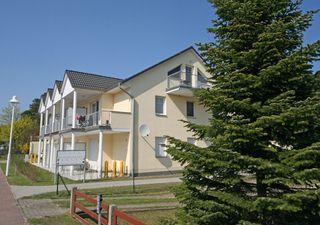 A: Appartementhaus Thiessow- ca. 100m zum Meer Außenansicht