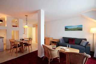 Ferienwohnung 225RB18, Villa Bellevue Premium Wohn- und Essbereich