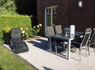 Villa Smidt Fewo 01 Terrasse mit Gartenmöbeln