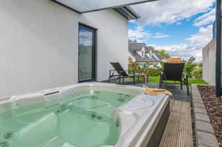 VILLA LIFESTYLE / Luxus-VIP-LOUNGE-SUITE Eigener Außenwhirlpool überdachte Terrasse