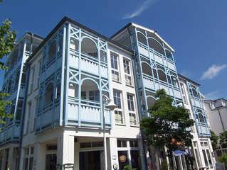 H: Seepark Sellin-Haus Baabe Whg 431 Penthouse mit Balkon Außenansicht