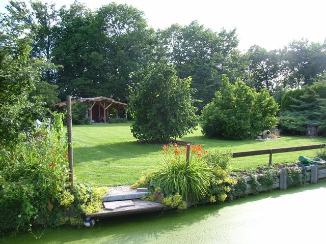 Die Grill&Chill Lounge hinten im Garten