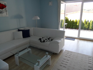 Ferienwohnung Haus Lydia Wohnzimmer mit Blick zur Terrasse