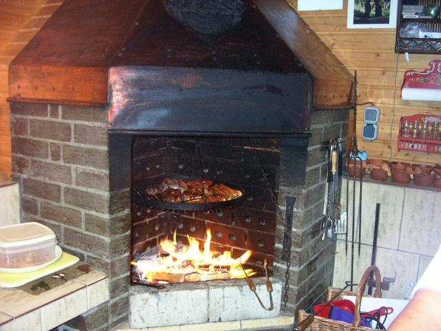 Grillen auf offenem Feuer