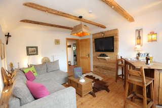 Ferienwohnung Magdalena **** gemütliches Wohnzimmer mit Altholzverkleidungen